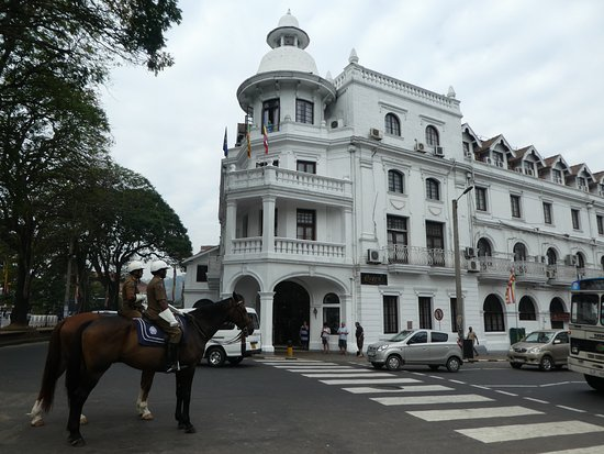 queens-hotel-kandy